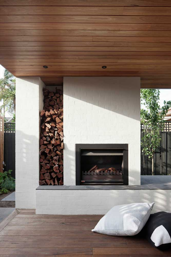 Outdoor fireplaces heating it up outside at home for Outdoor room with fireplace