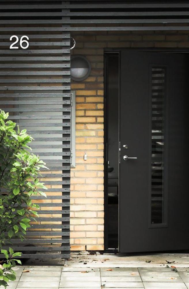 UndercoverArchitect-screened-door